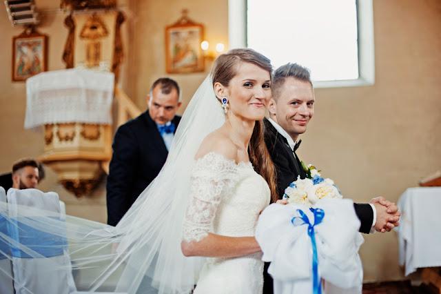 kobaltowe dodatki ślubne