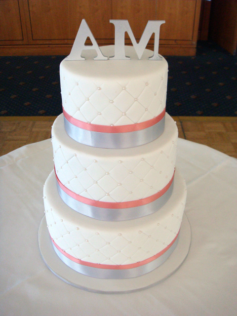 Quilt Pattern Wedding Cake : butter hearts sugar: Quilted Wedding Cake