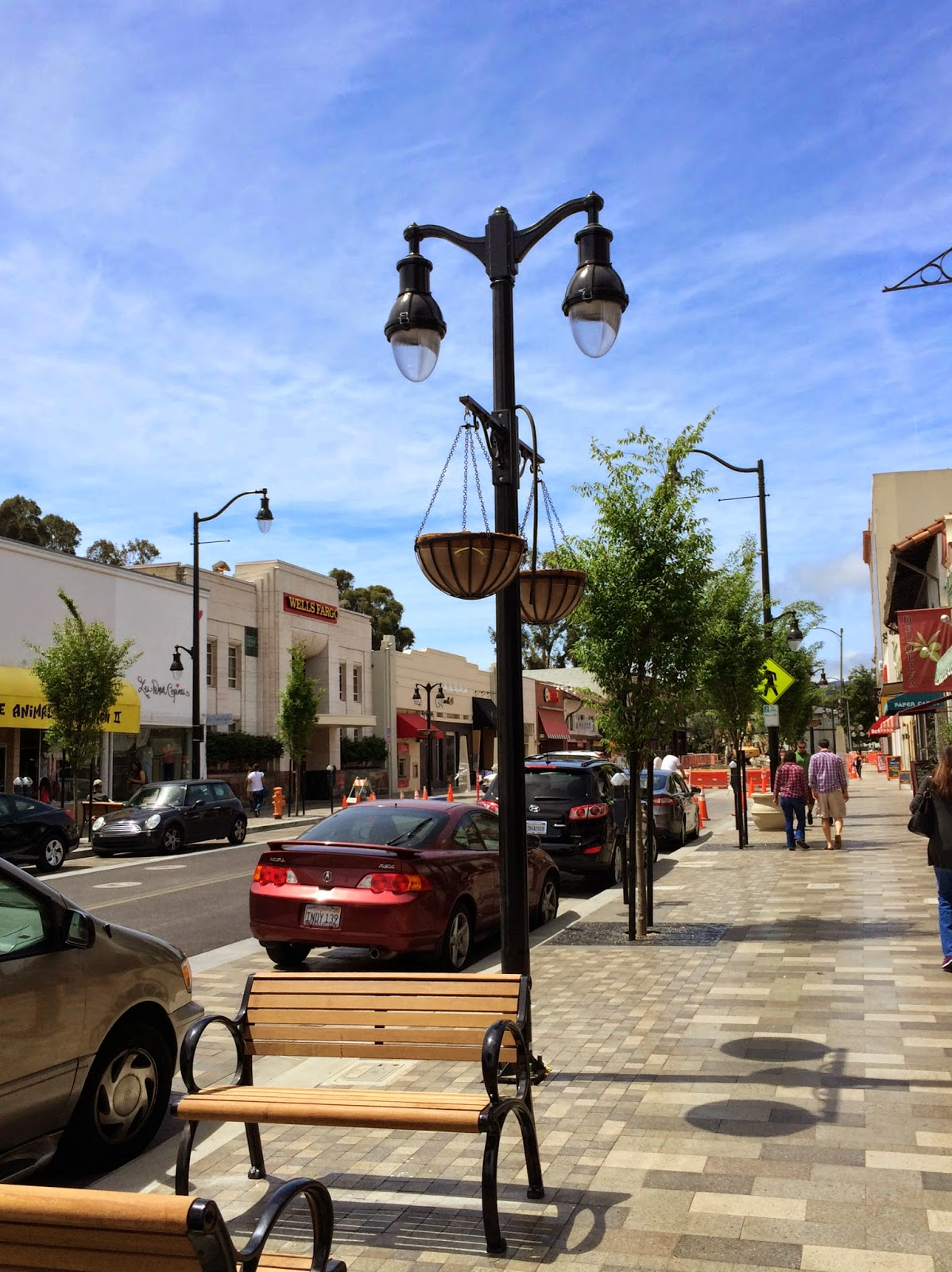 Plannerdan review a new streetscape for burlingame avenue for Furniture zone sidewalk