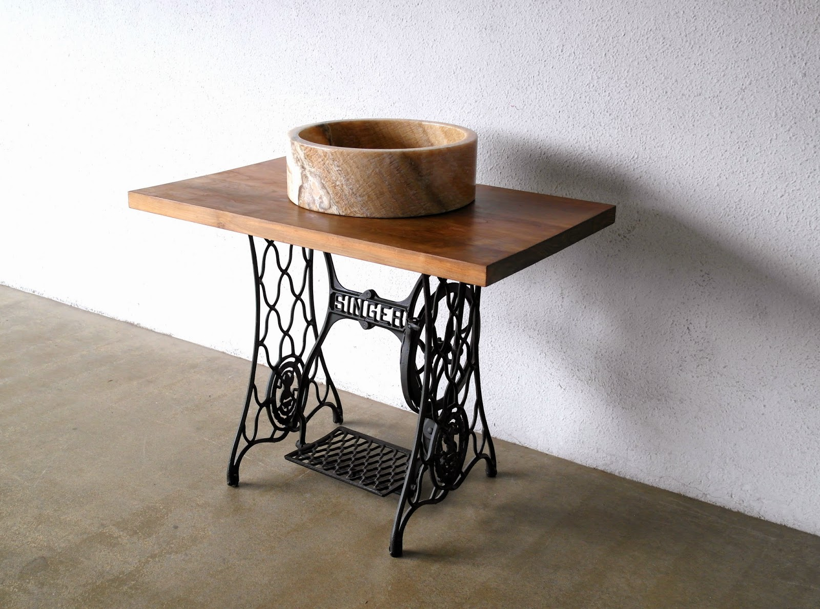 Industrial and metal furniture at second charm second charm - Table machine a coudre ...