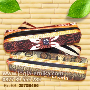 Souvenir dompet batik rit lis emas