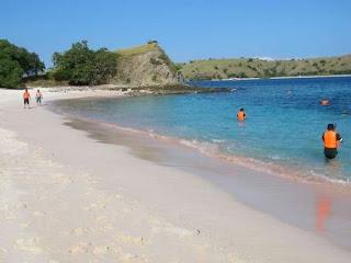 FAKTA UNIK - 5 Pantai Dengan Warna Paling Aneh