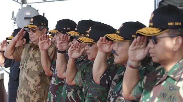 SBY-Boediono mendarat di Pantai Banongan