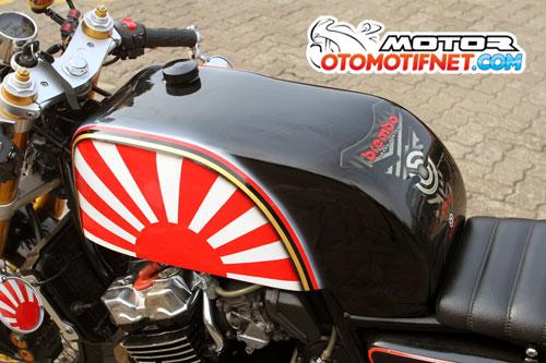 Modifikasi Honda CB400 1998 Bergaya Cafe Racer