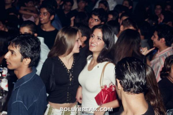 Katrina Kaif Fat with her Sister - Katrina Kaif Unseen Private Party Pics from 2004