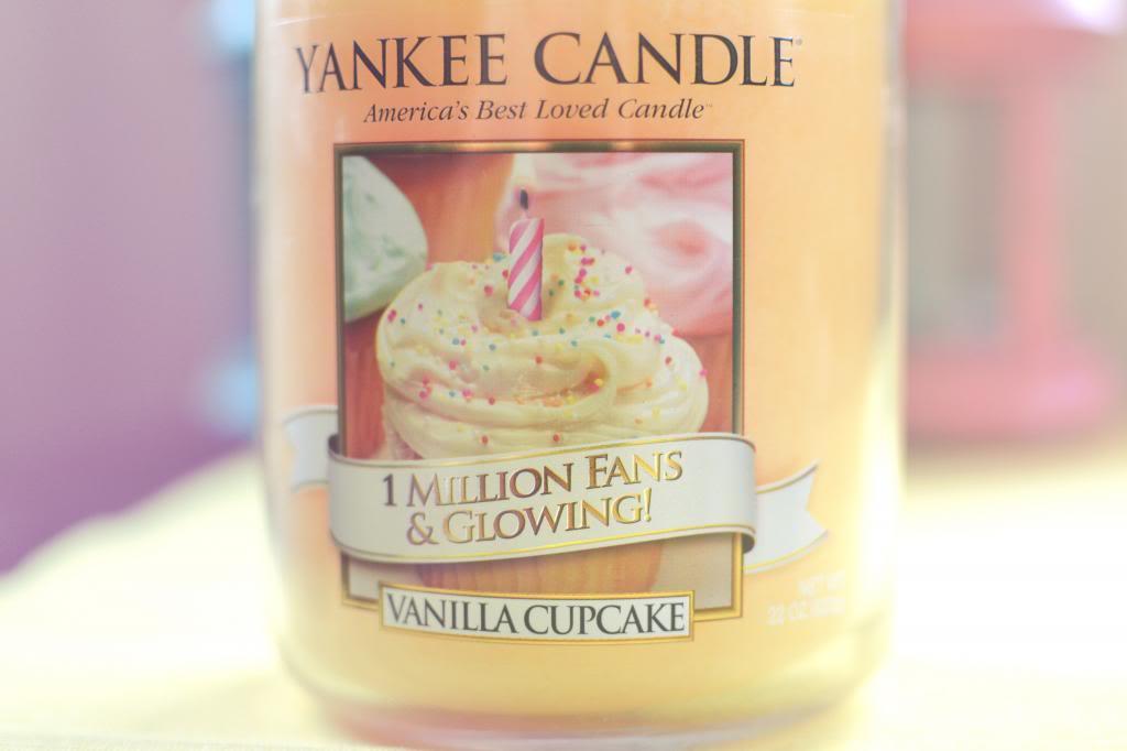 yankee candle vanilla cupcake candle