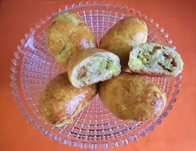 pirozki con ripieno al cavolo cappuccio e uova sode - cucina russa