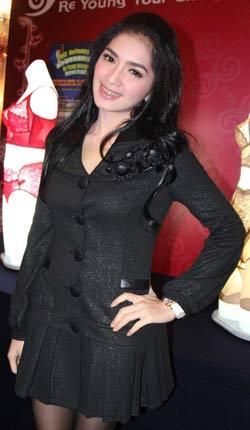 Angel Karamoy - Artis cantik Sexy Hot indonesia