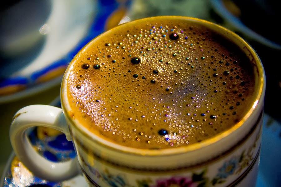 """""""El café debe ser negro como el infierno, fuerte como la muerte y dulce como el amor."""""""