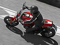 2013 Ducati Monster 1100 EVO Gambar Motor 1