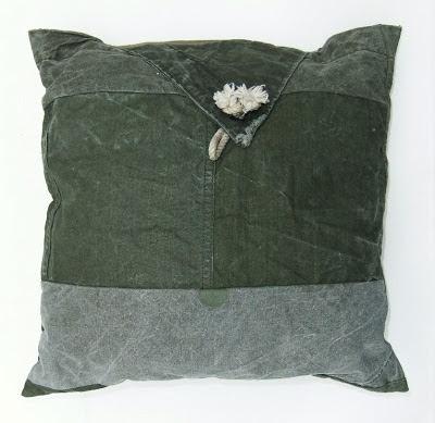 patchworkdesign kussens van legertentdoek