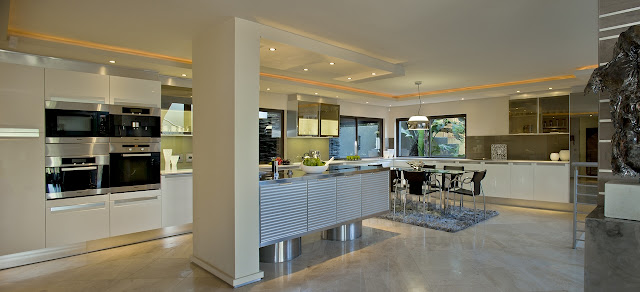 Picture of large modern kitchen