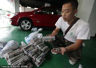 Info Unik Beli Mobil Pake Uang Coin seberat 300 Kg