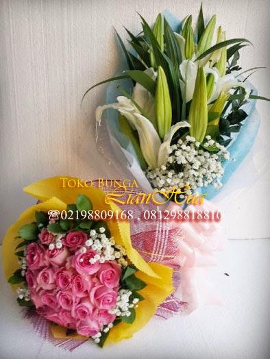 bunga mawar pink dan lily putih