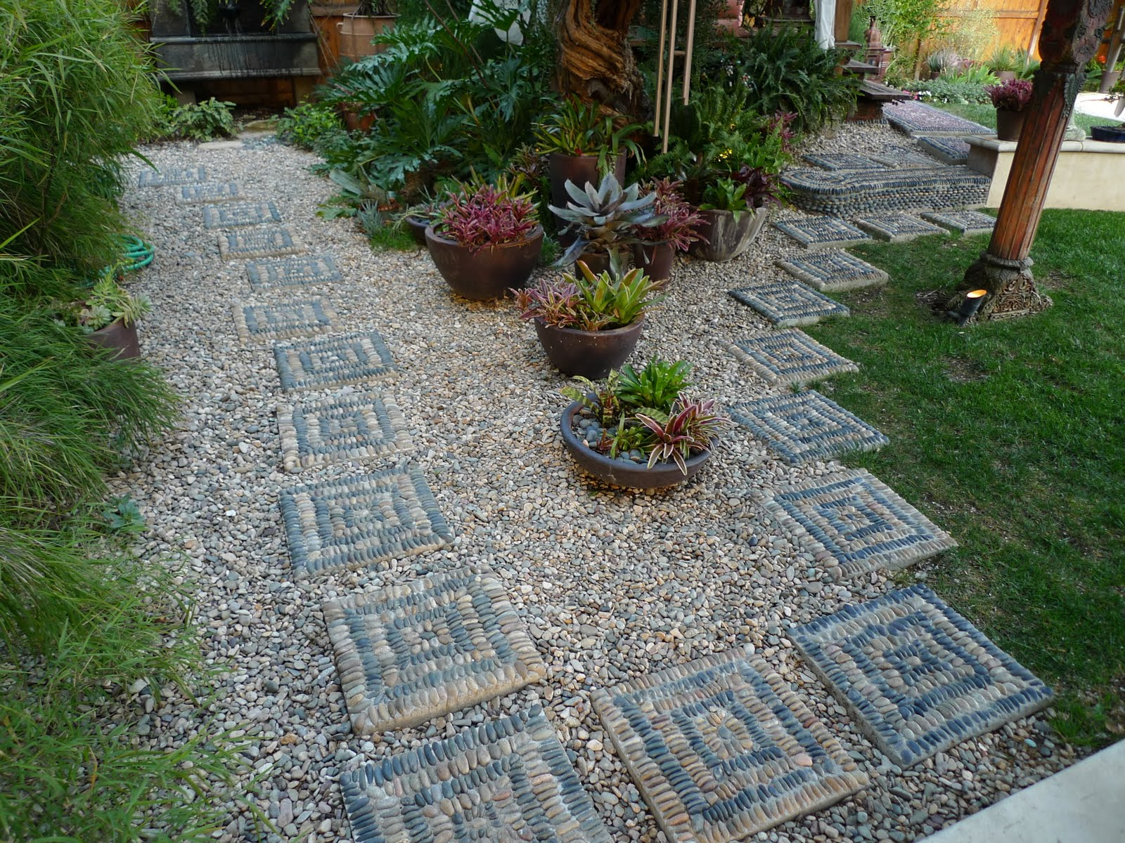 Jeffrey bale 39 s world of gardens building a pebble mosaic for Garden designs using pebbles