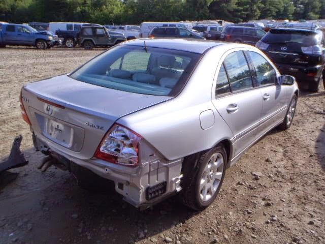 Поступил MERCEDES-BENZ C240 AWD 2.6L 2005