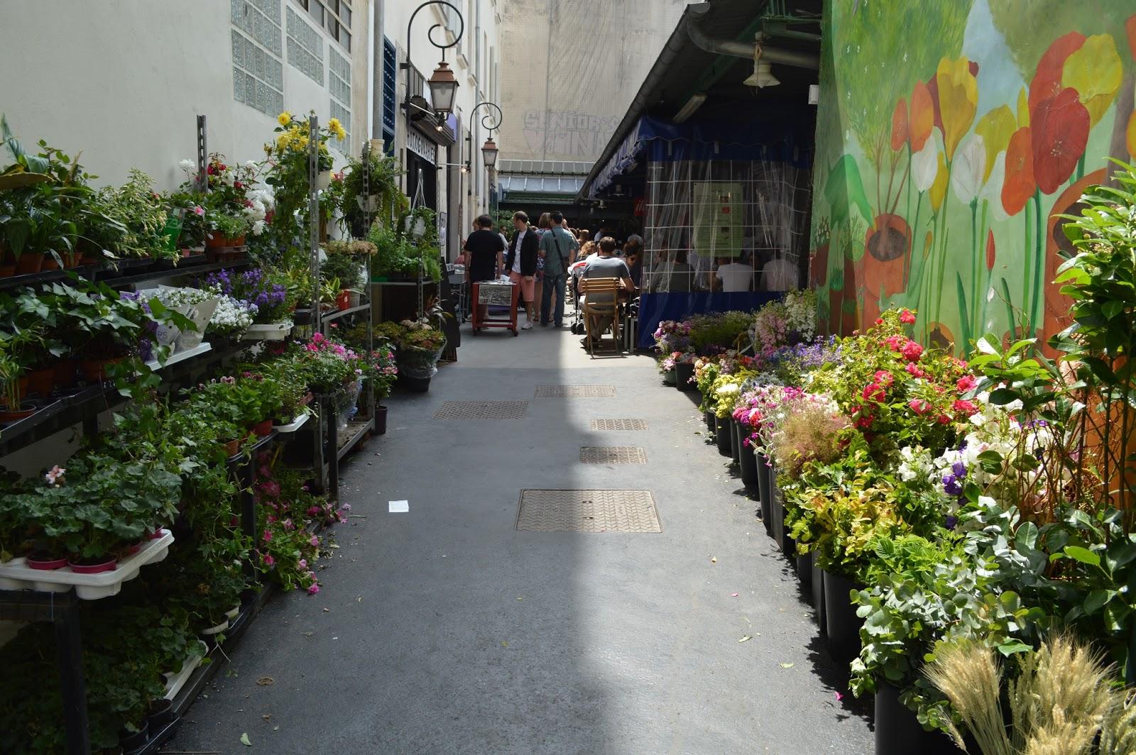 Marché des enfants rouges Paris flower and food market marais