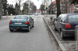 Alsterkrugchaussee: Fahrbahnradeln ist Pflicht trotz Benutzungszwang
