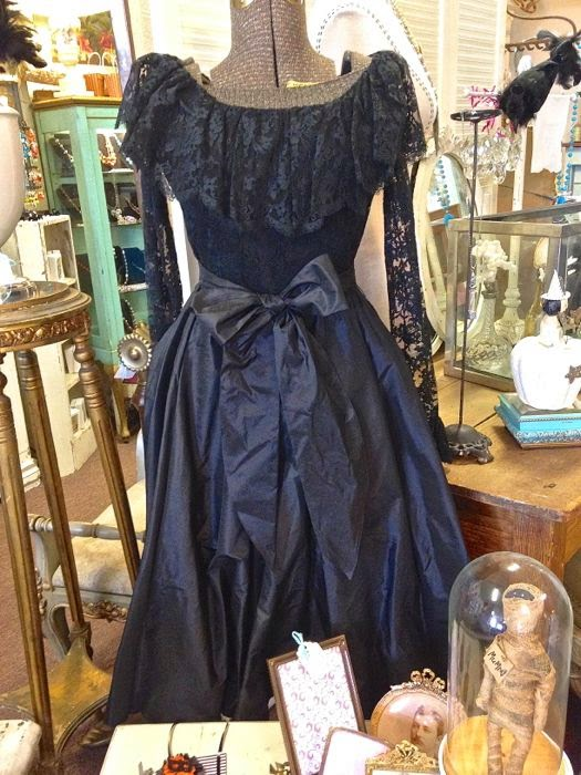 Vintage Oscar de la Renta dress in lace and silk taffeta
