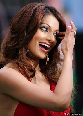bipasha_basu_hot_in_red_FilmyFun.blogspot.com