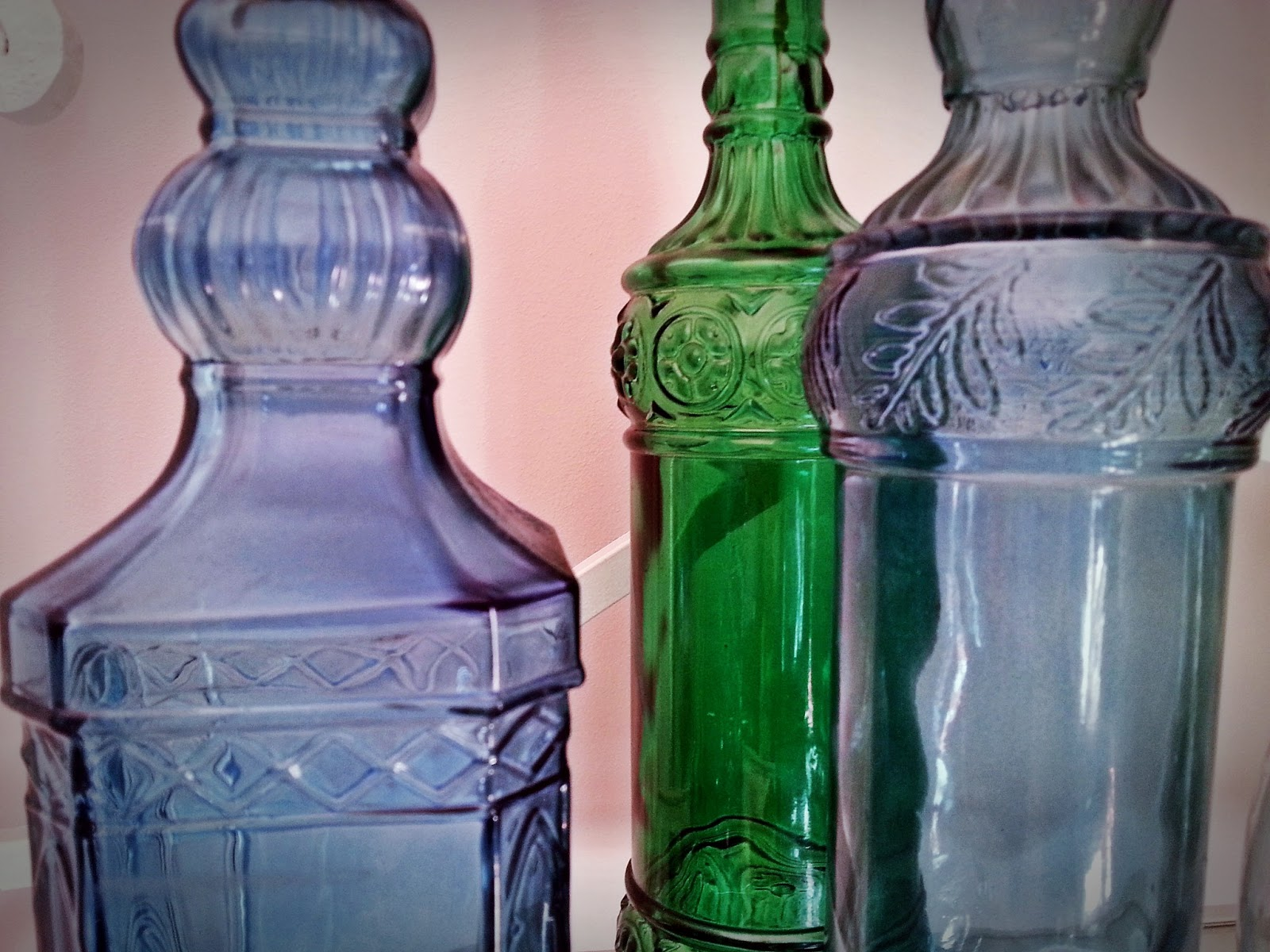 Antique but chic botellas de vidrio antiguas old glass for Uses for old glass bottles