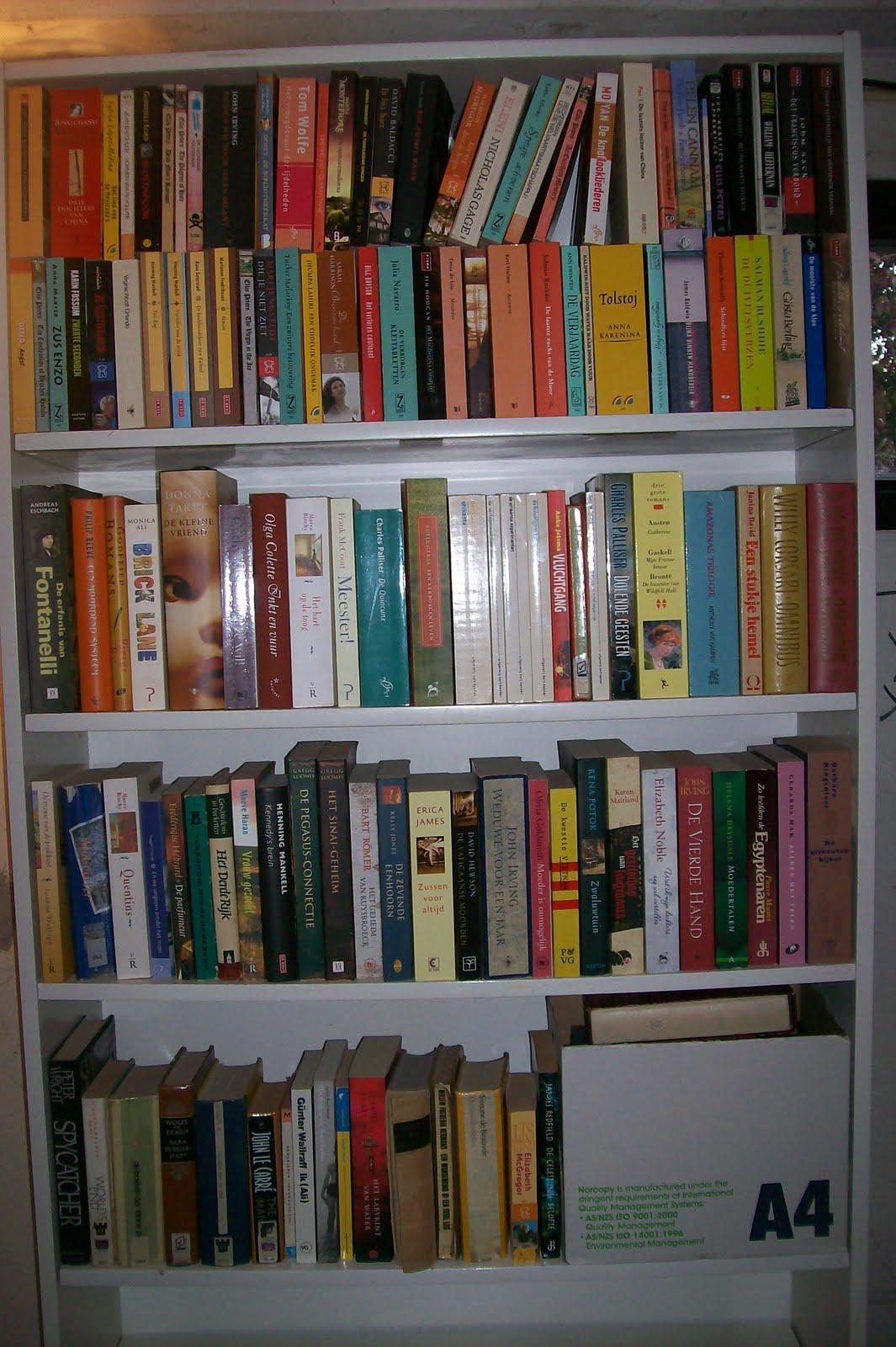 Boekenstek een kast vol romans interesse - Kast voor het opslaan van boeken ...