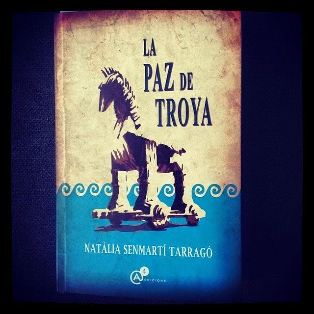 Una novela de Natalia Senmarti Tarragó que recomiendo encarecidamente. La devoré con pasión, disfru