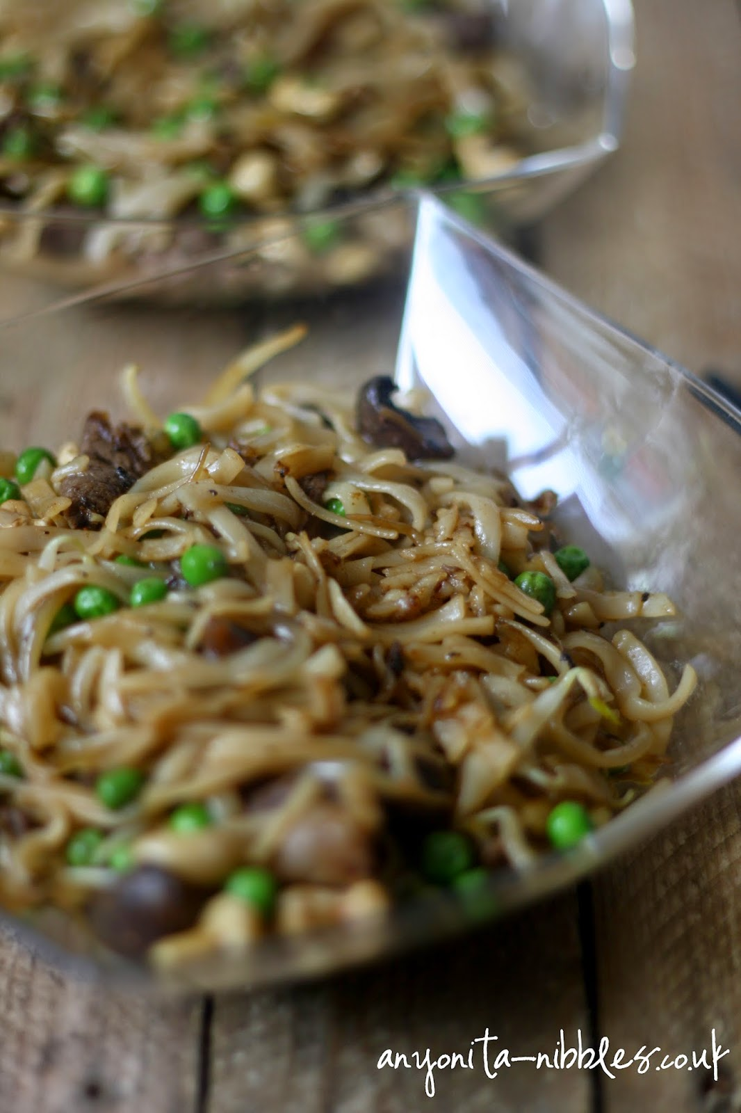 Beef with cashews, mushrooms and bean sprouts from Anyonita-nibbles.co.uk