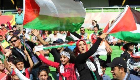 Torcedores palestinos acompanham seleção na Copa da Ásia
