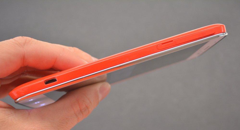левая сторона  - микро USB, общая крышка для сим карты и Sd