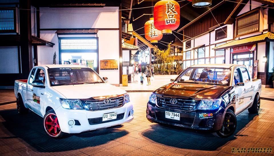 Toyota Hilux Space Cab & Double Cab, najlepsze pick-upy, japońskie samochody, fotki aut w nocy