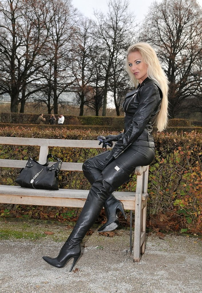 Traumstute. Boots fetish celebrity dream