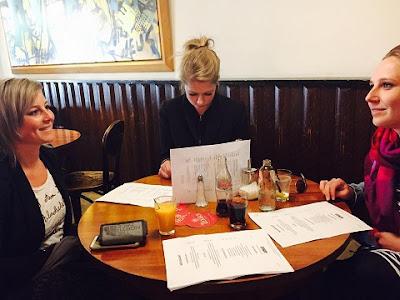 plog Yentl en de Boer in restaurant