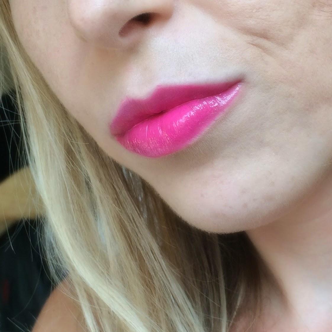 Revlon-colorstay-moisture-stain-rio-rush-on-lips