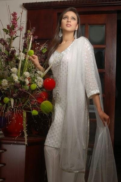 Model+Bidya+Sinha+Saha+Mim015