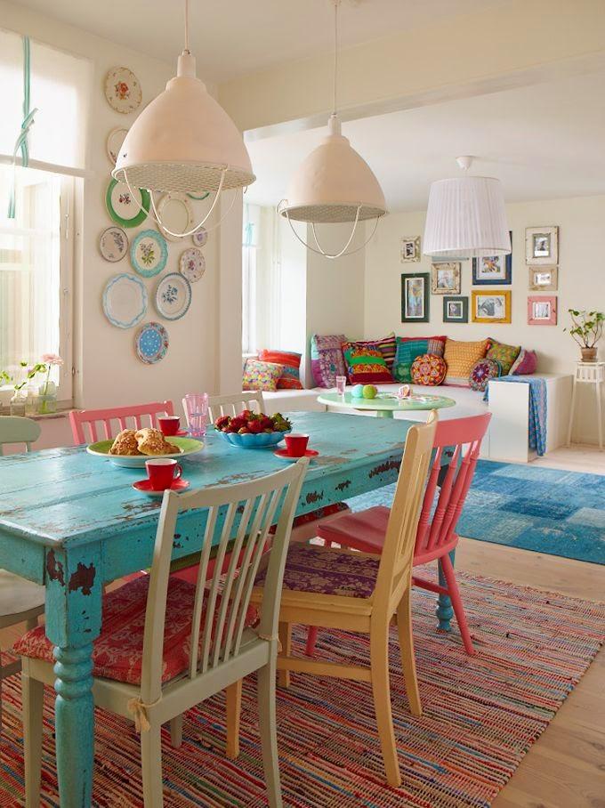 Comedor con sillas de colores | El Taller de la Brocha y el Pincel