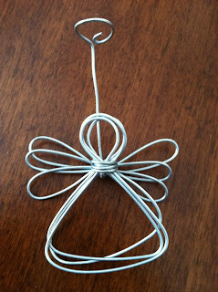 http://auntiekarascrafts.blogspot.hu/2011/10/wire-angels.html