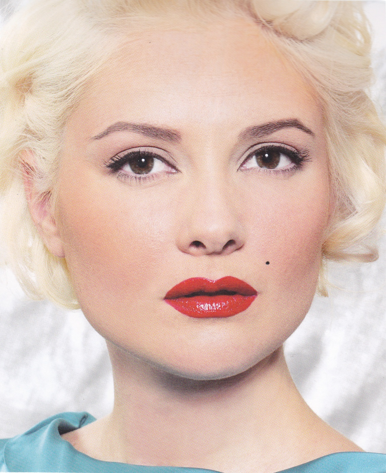 The Bombshell ( Retro Makeup Book p.82 ) title=