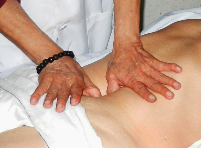 Philippines Psychic Surgeons Say They Can Operate With Bare Hands