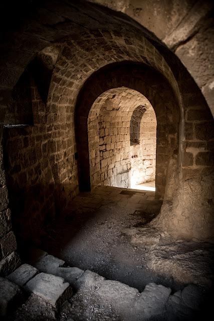 Castillo de Loarre  :: Canon EOS5D MkIII | ISO400 | Canon 24-105 @24mm | f/4.0 | 1/30s