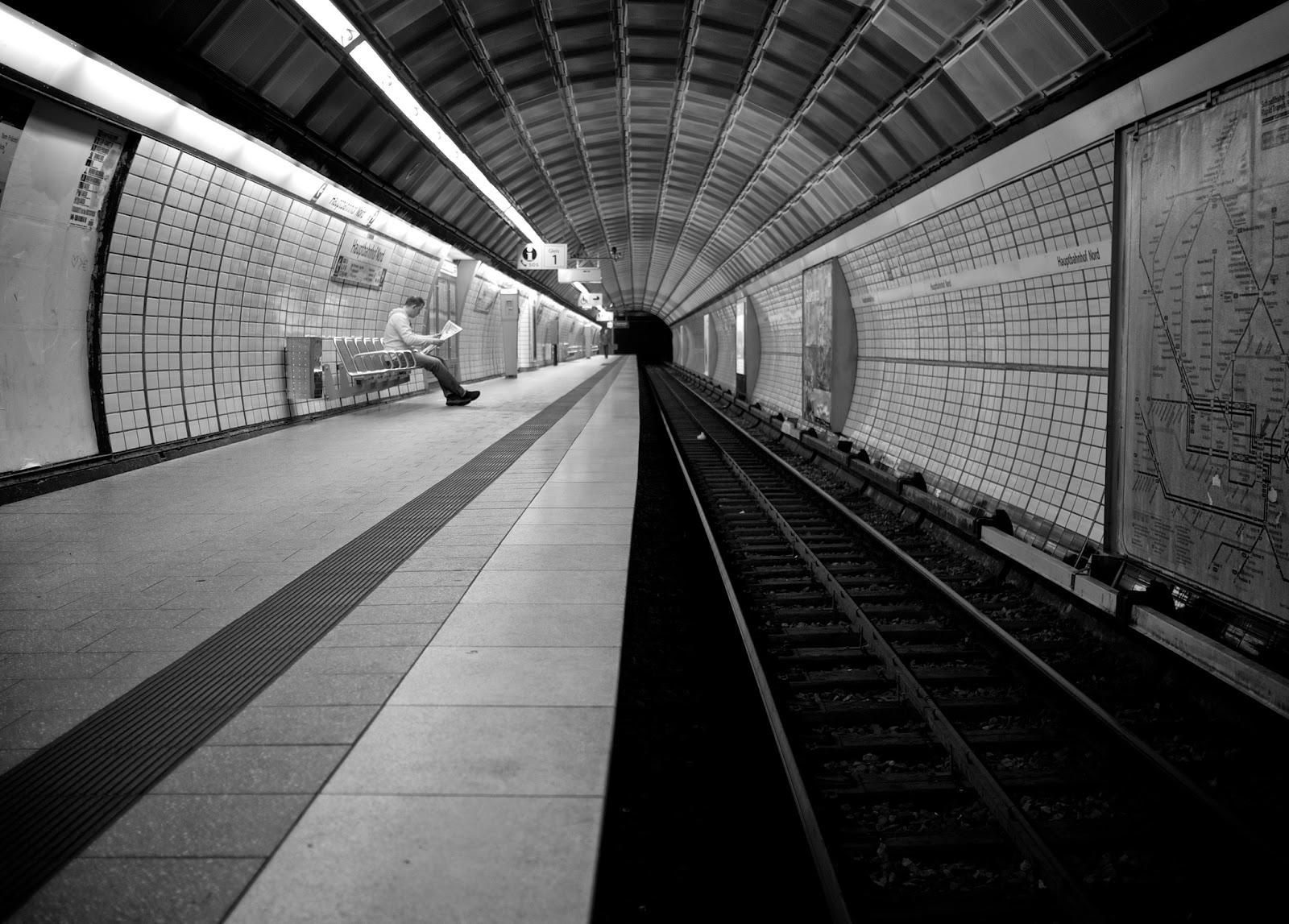 Empty... by Thomas Leuthard