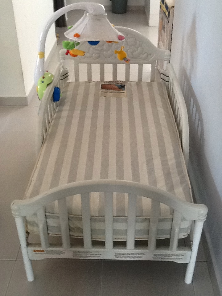 Graco Cozy Bed with Evenflo Mattress - G0B0KST3R