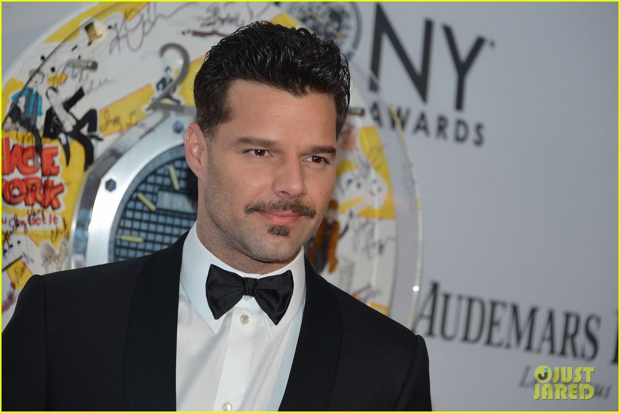 http://3.bp.blogspot.com/-XfV4PLL2L5w/T9sG2PD-DvI/AAAAAAAANnA/Xezi7hgb1NQ/s1600/ricky-martin-2012-tony-awards-06.jpg