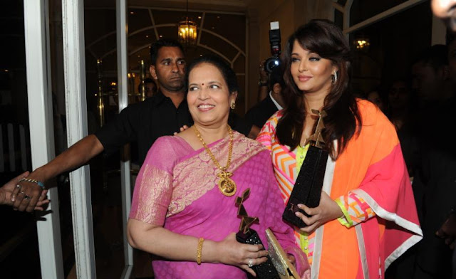 Aishwarya Rai Spotted with her mother Vrinda Rai1 - Aishwarya Rai Post Pregnancy Pics