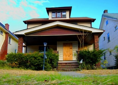 how to buy and sell foreclosed homes