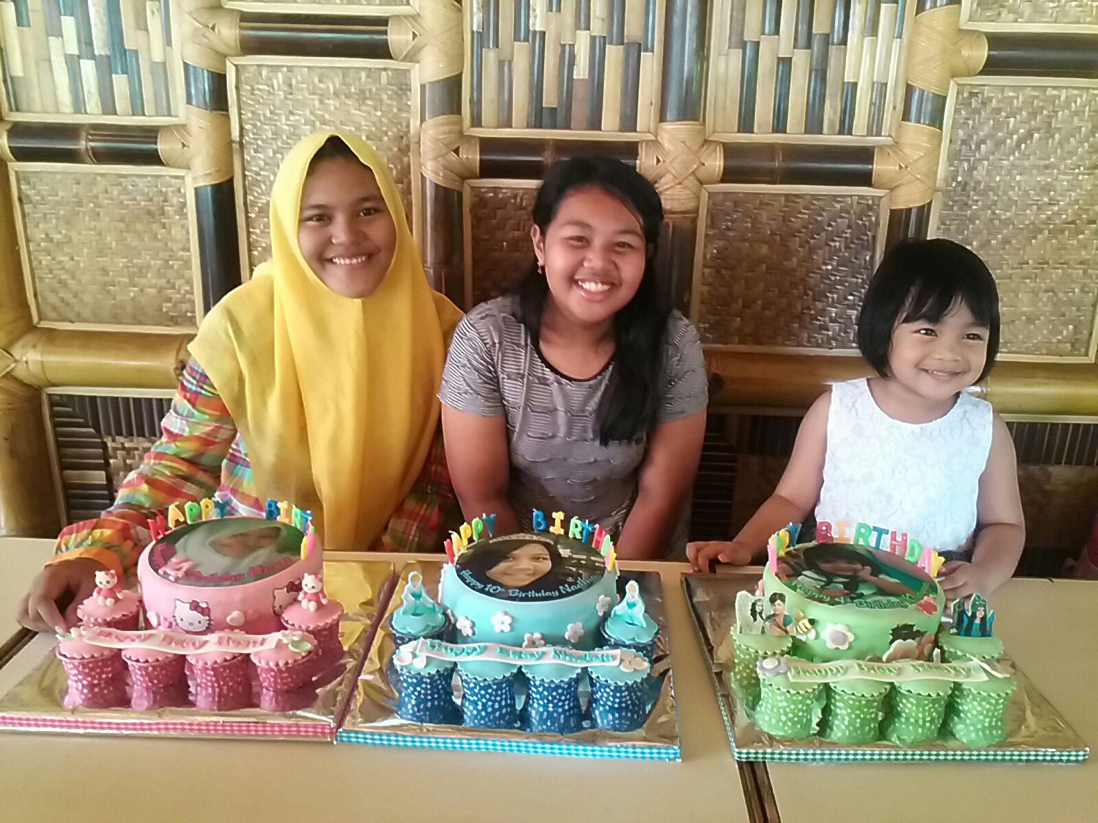 3 Puteri cantik Mba Trie tersenyum bahagia mereka Surprise mendapat kejutan dari Mama Papanya