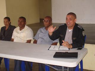 Comandante policial Lorenzo Pulinario sostiene encuentro con sectores del municipio de Cambita Garabitos