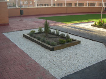 Decoracion jardines con traviesas maderas garcia varona - Traviesas de tren para jardin ...