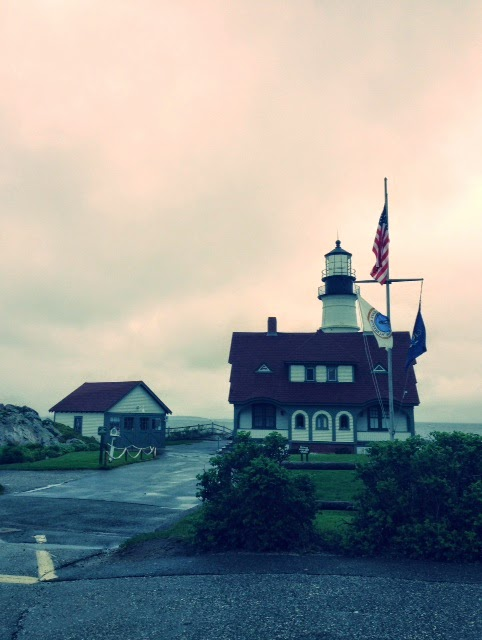 Maine lighthouse, ME vacation spots, best US vacation spots, ocean towns in the United States, summer vacation style, Portland Maine famous landmark lighthouse, Cape Elizabeth Maine
