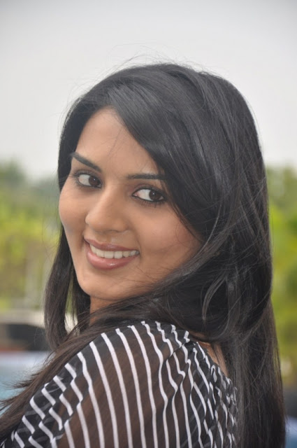 Stills Tamil Actress Yashika New Picture